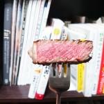 最高の牛ステーキ。焼き方はブラック&ブル